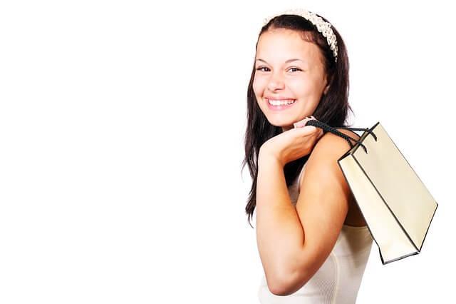 dziewczyna z torbami