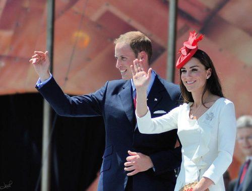 Księżna Kate z mężem pozdrawia tłumy
